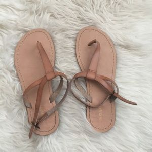 Old Navy Faux Leather T-Strap Sandal in Tan